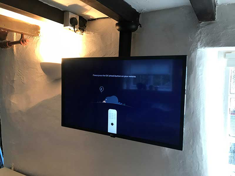 wall-mounted-tv-min
